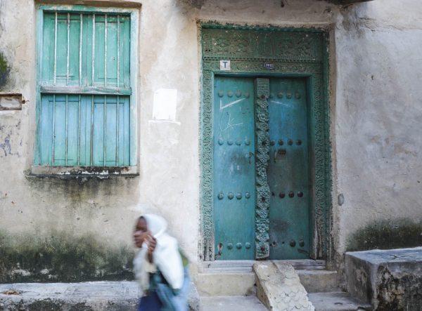 Scène de rue Stone Town Zanzibar
